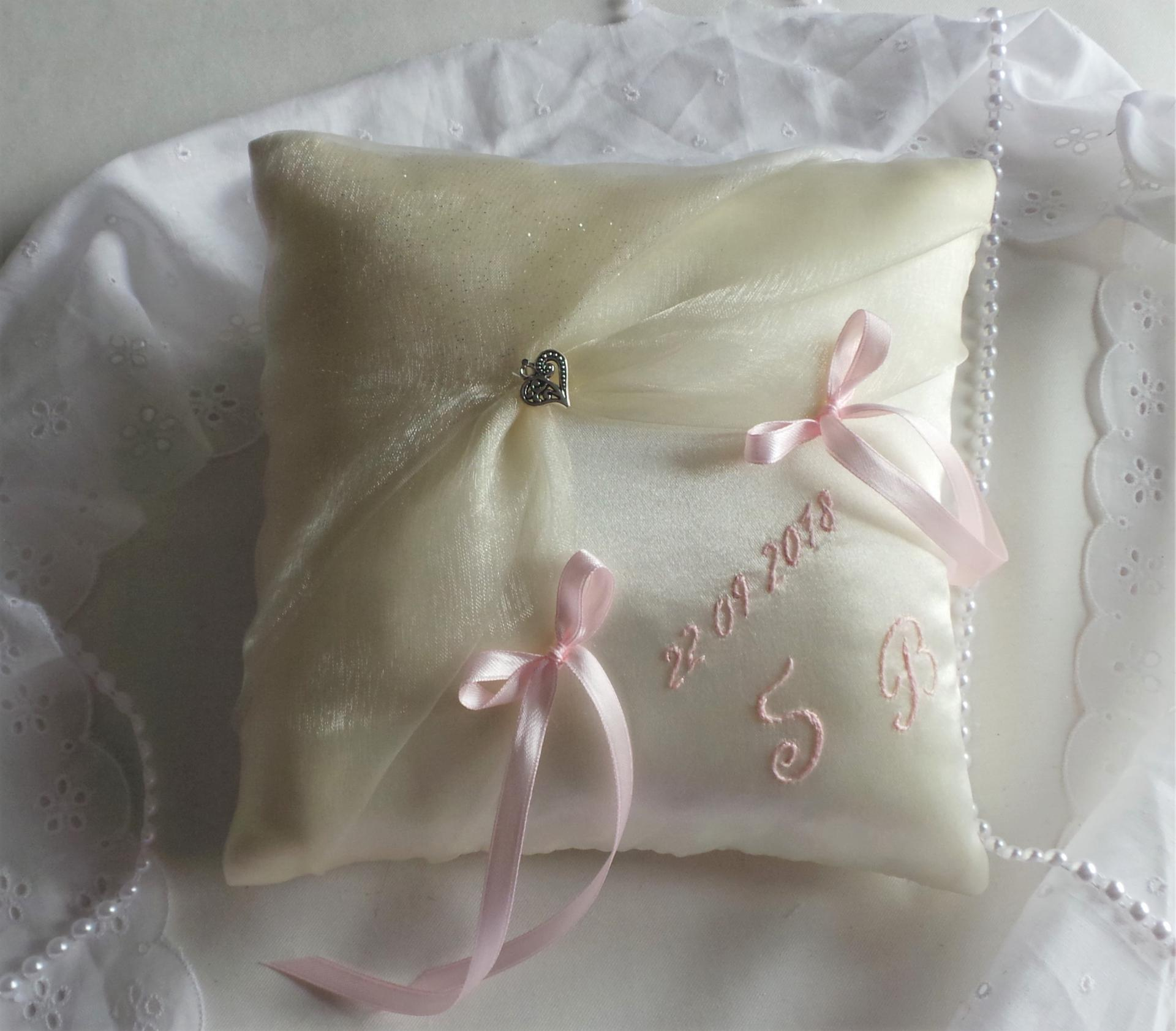 Coussin mariage ivoire rose pale 2