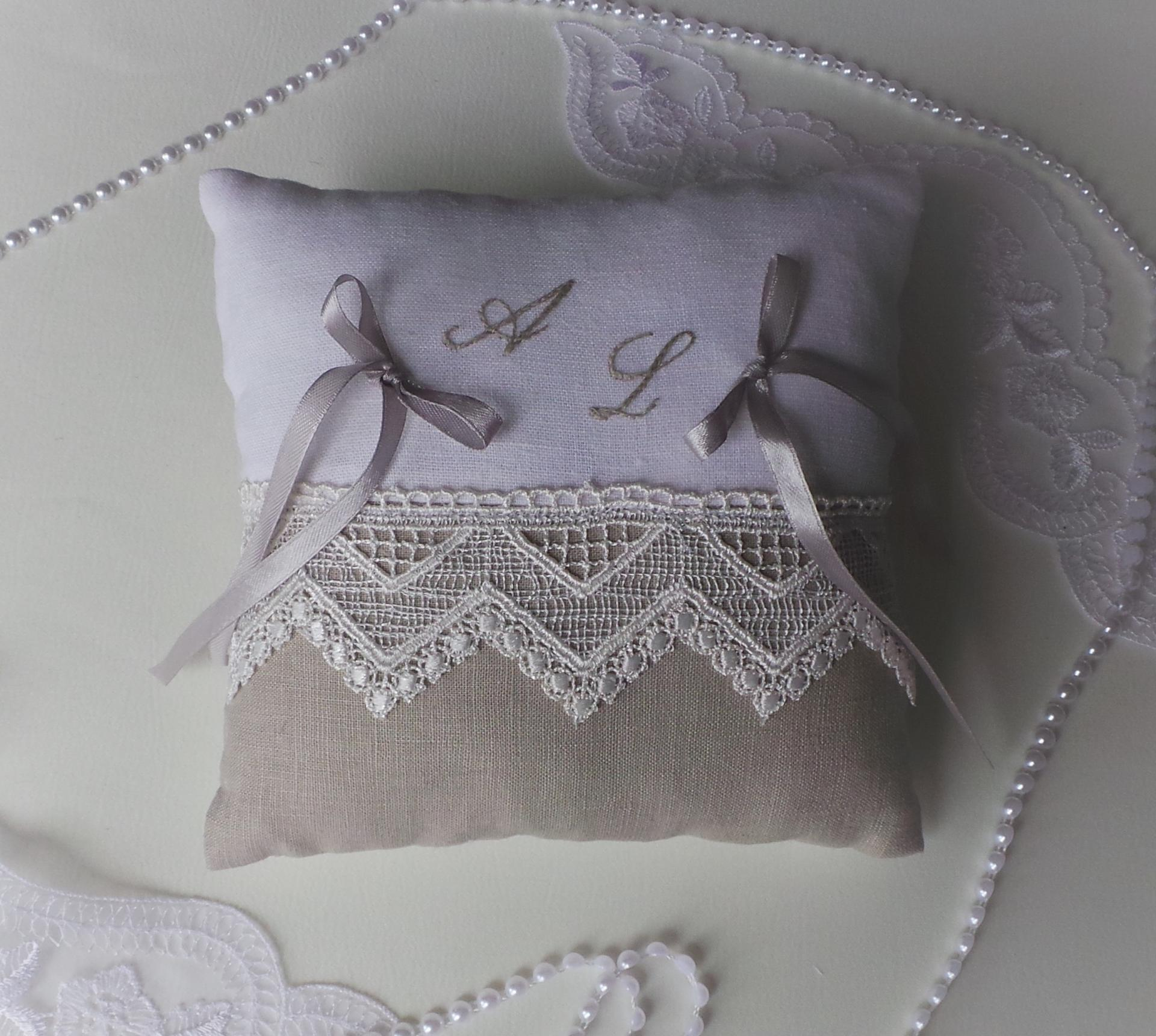 Coussin mariage lin dentelle brode 1