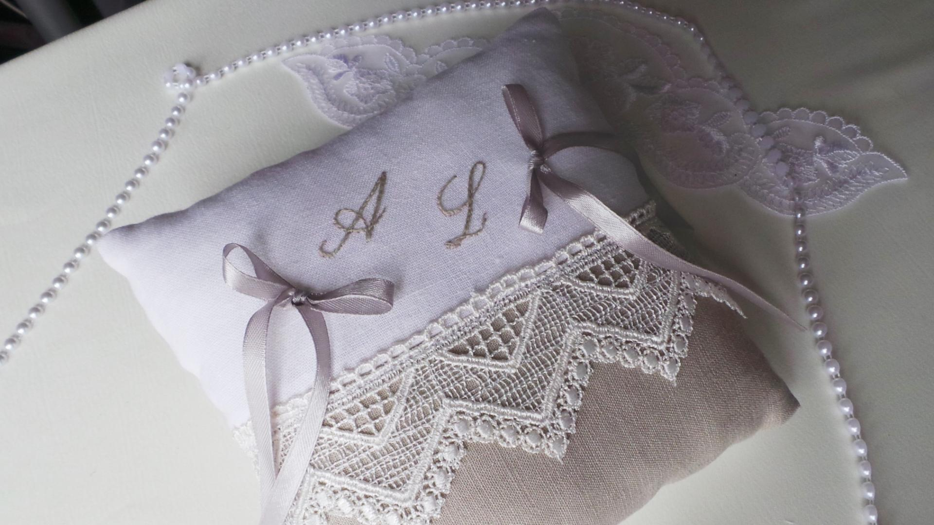 Coussin mariage lin dentelle brode 2