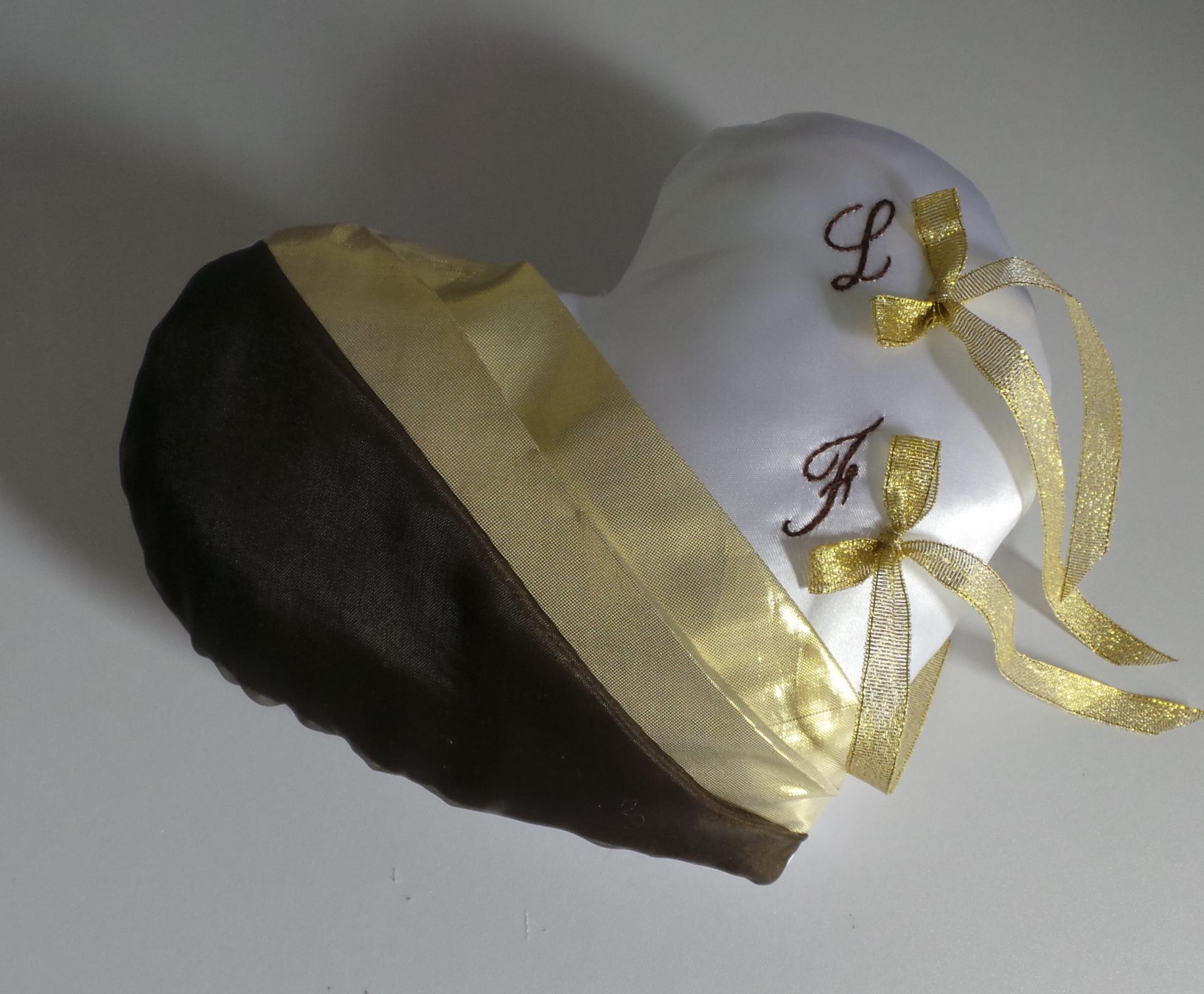 Coussin mariage marron et or dore