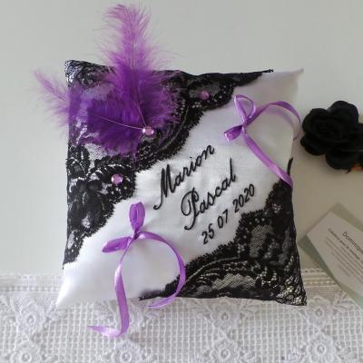 Coussin alliance raffiné dentelle noir blanc personnalisé violet fait main