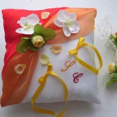 Coussin mariage orange rouge jaune printemps