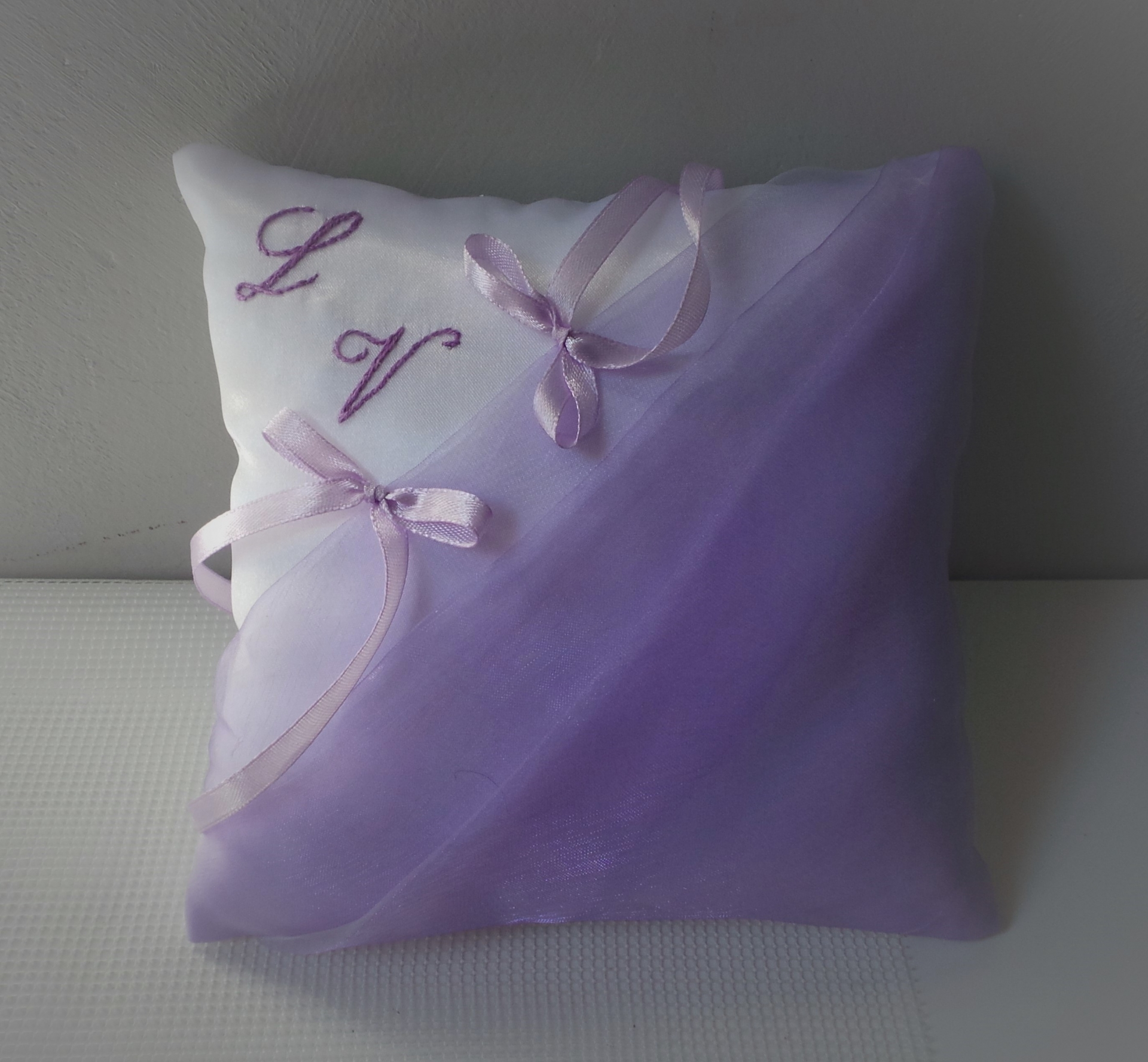 Coussin mariage parme blanc 2