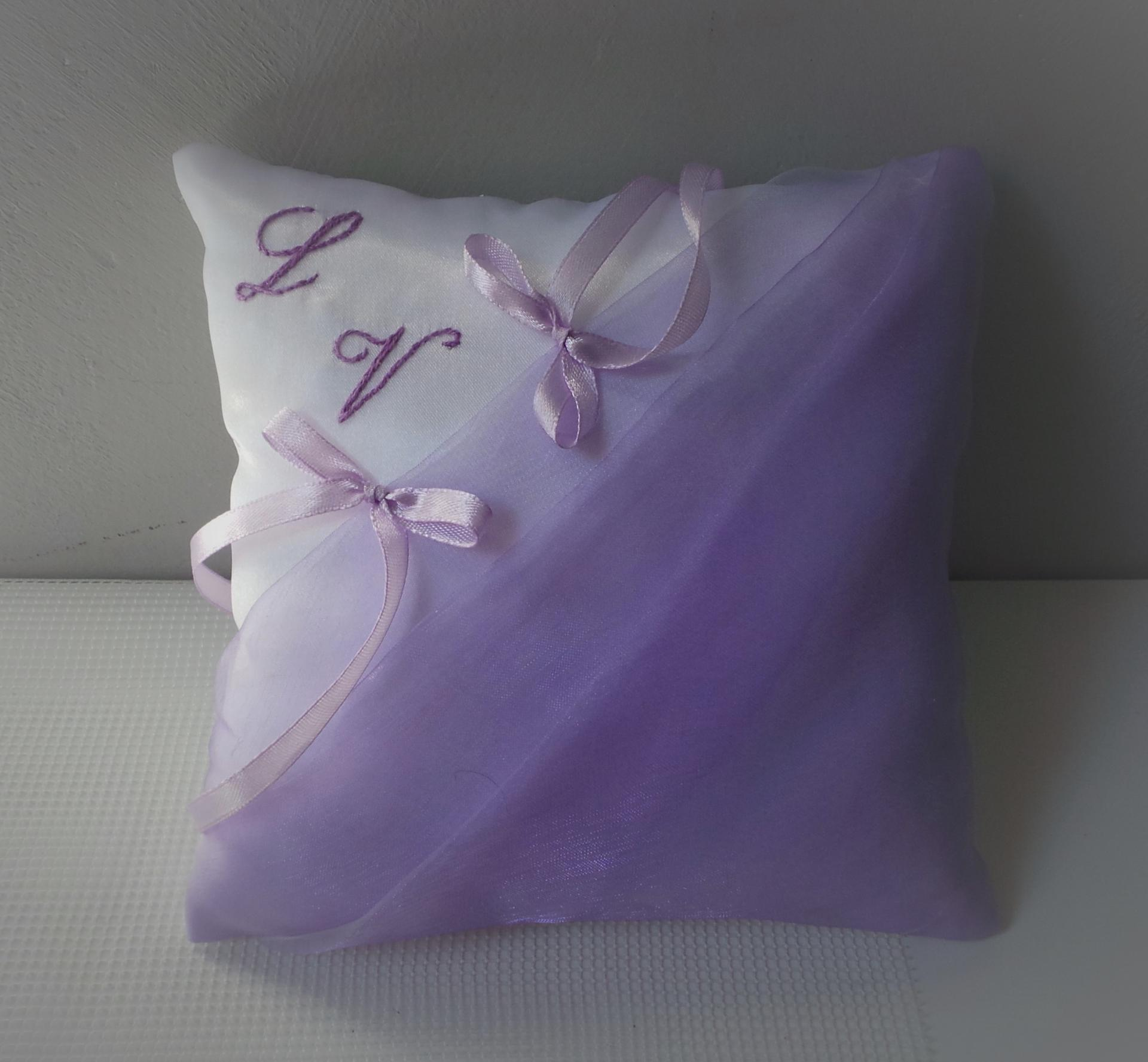 Coussin mariage parme blanc