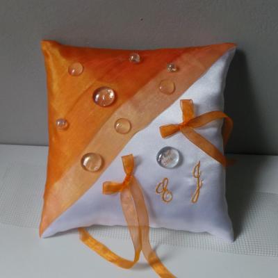 Coussin mariage personnalise orange et blanc fait main