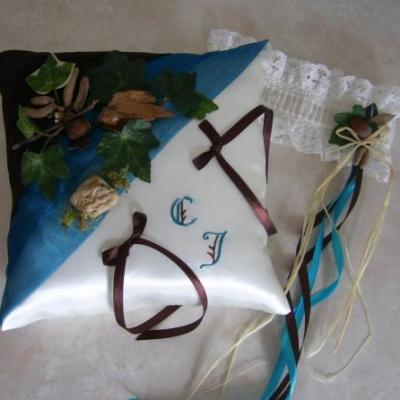 Coussin mariage personnalise theme conte medieval bleu canard marron