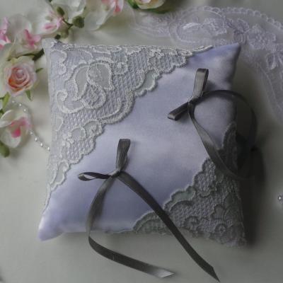 Coussin mariage raffine dentelle gris blanc personnalise fait main