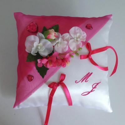 Coussin mariage rose fuchsia blanc romantique