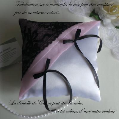 Coussin mariage rose noir blanc dentelle
