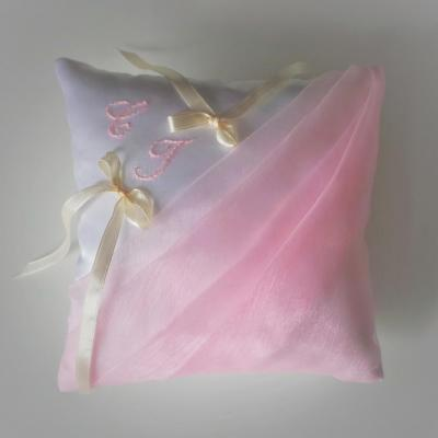 Coussin mariage rose pale blanc 1