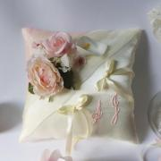 Coussin mariage rose pale poudre
