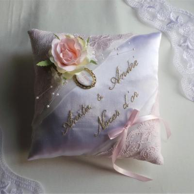 Coussin mariage rose poudre or dentelle