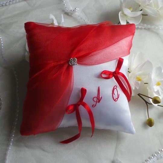 Coussin mariage rouge et blanc 1