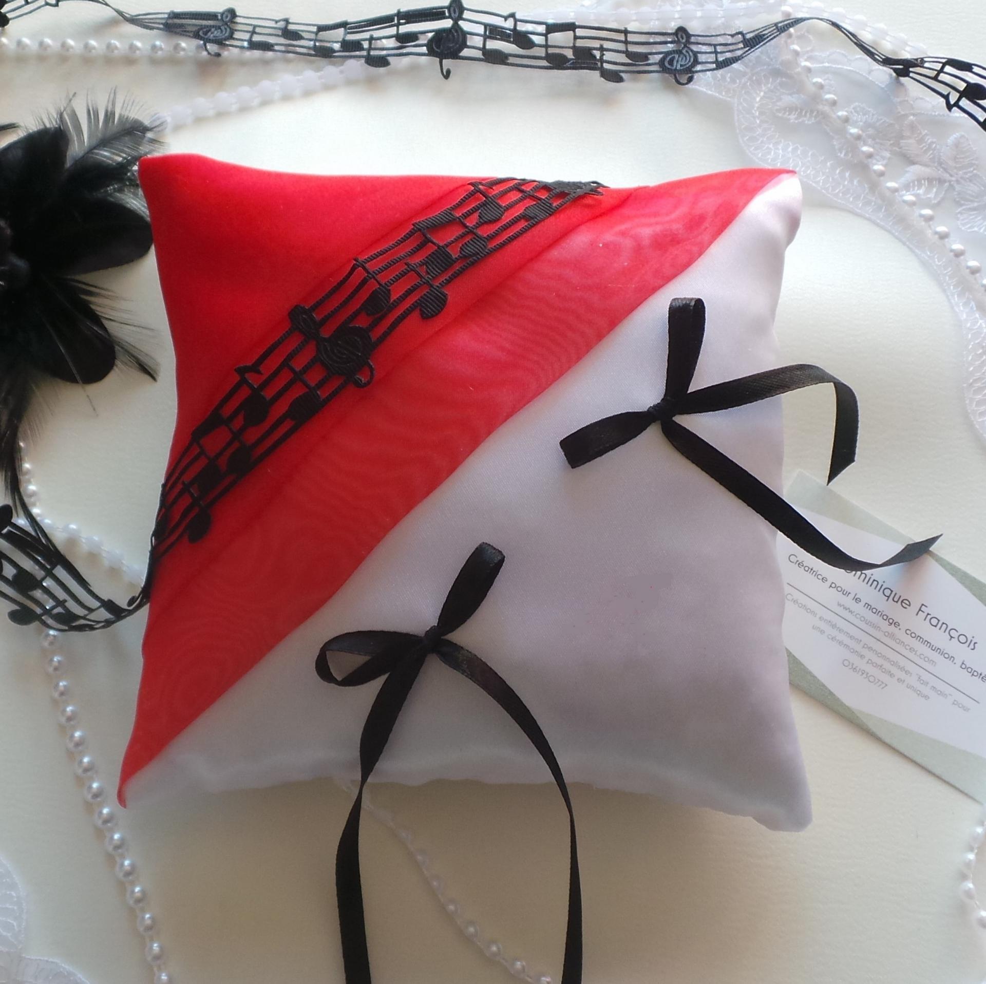 Coussin mariage rouge et blanc noir musique