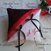Coussin mariage rouge noir dentelle 1