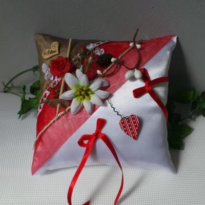 Coussin mariage rouge theme montagne nature chalet