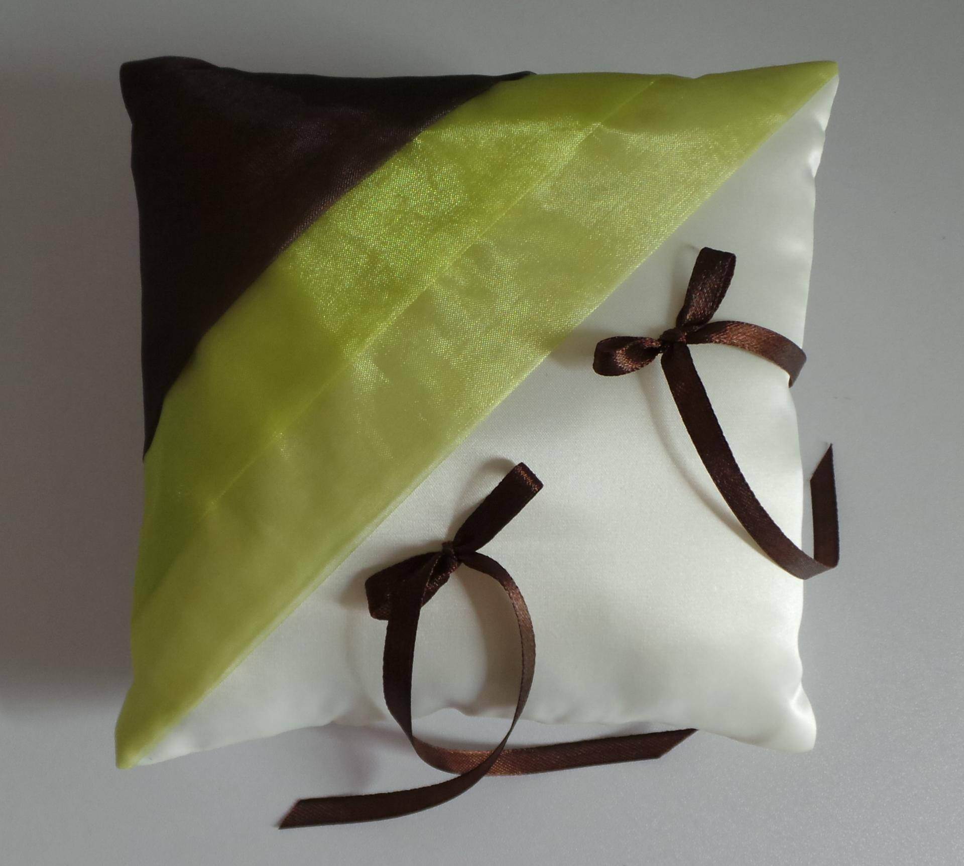 Coussin mariage vert anis marron chocolat ivoire personnalise