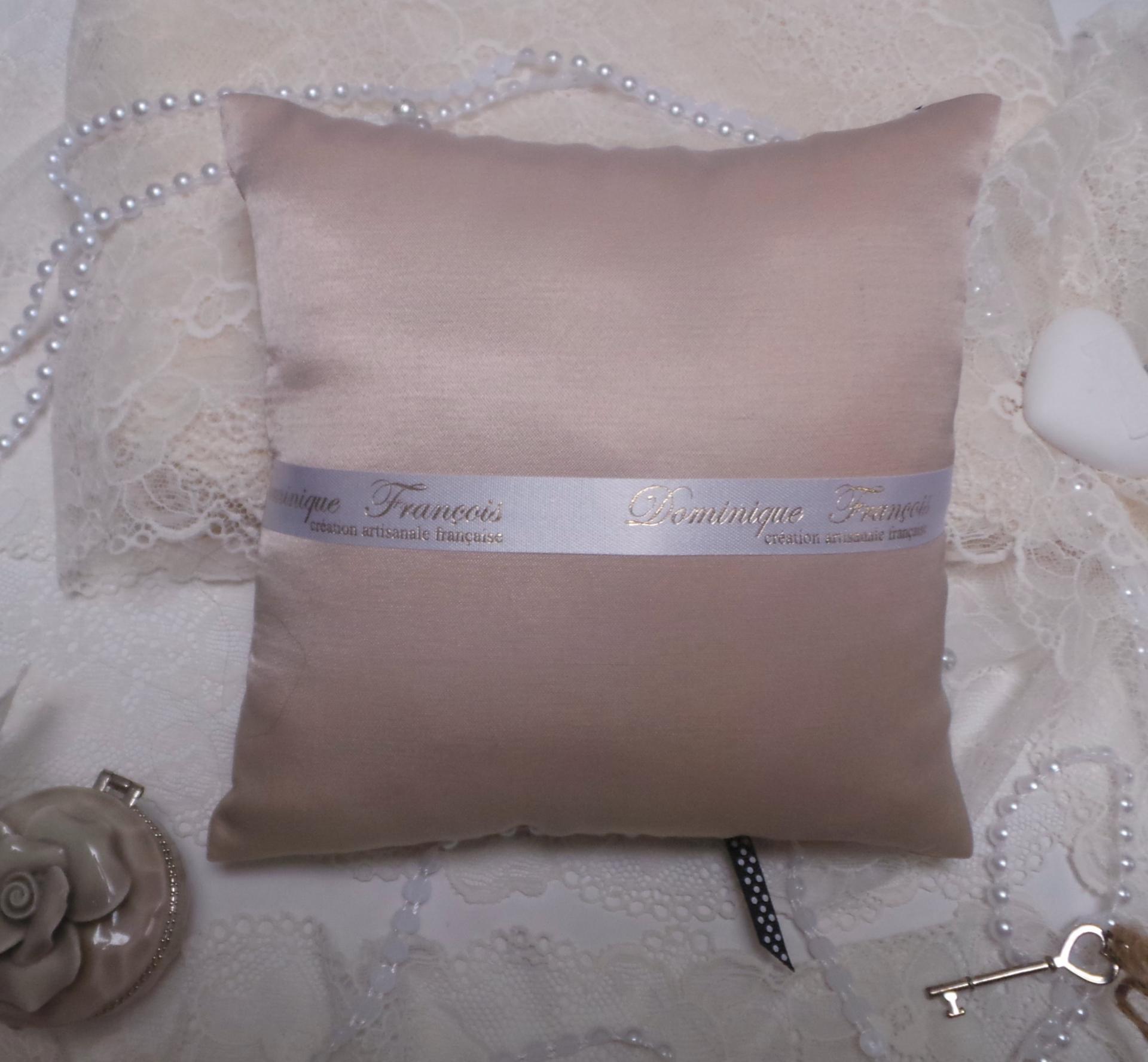 Coussin mariage vieux rose noir boudoir romantique vintage 4
