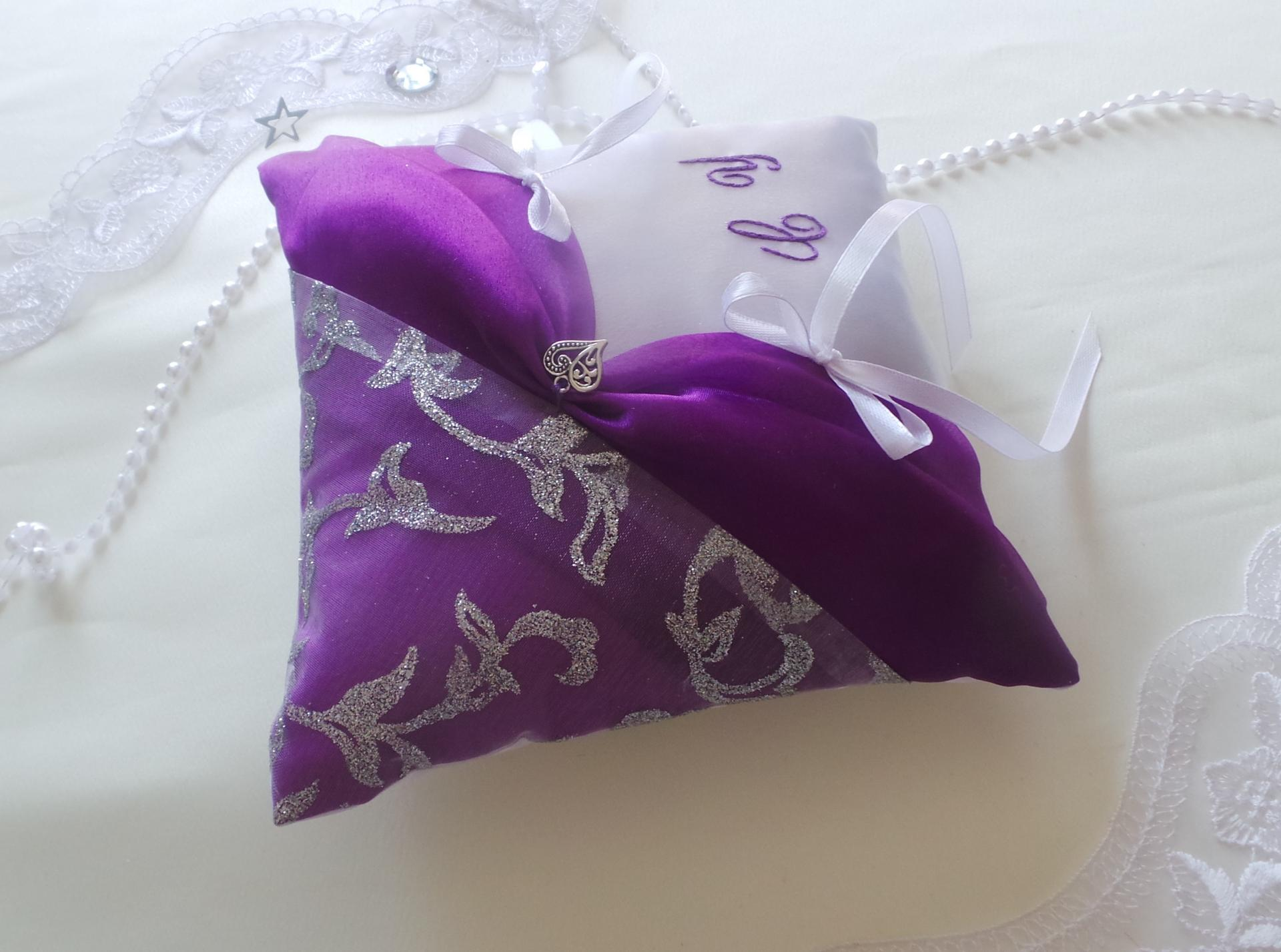 Coussin mariage violet prune argent