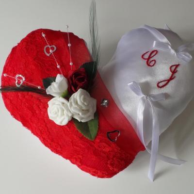 Coussin porte alliance coeur rouge blanc amour