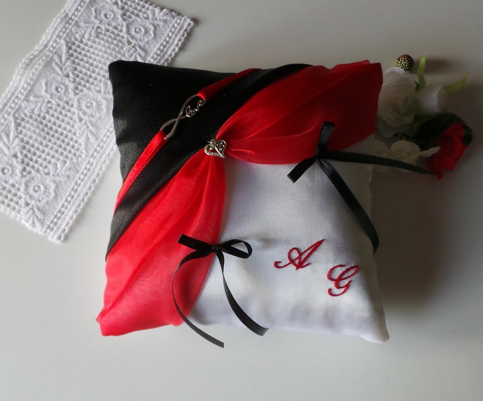 Coussin porte alliance noir rouge blanc ivoire personnalise
