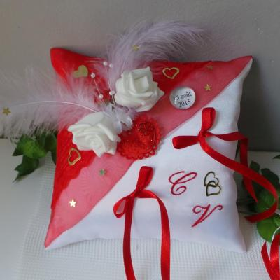 Coussin porte alliance rouge blanc et or amour