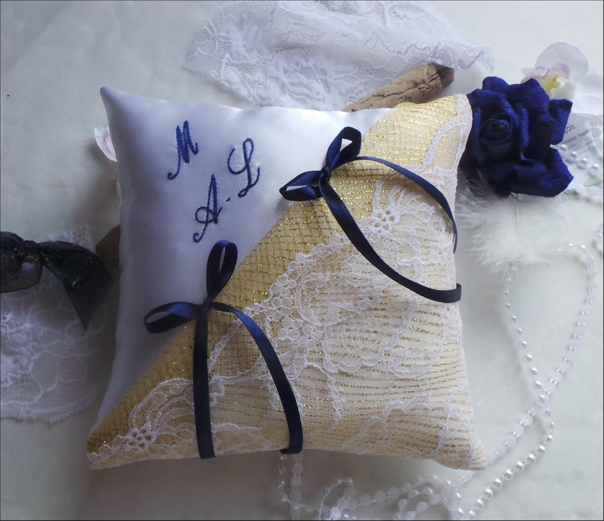 Decoration mariage blanc or et bleu marine 1