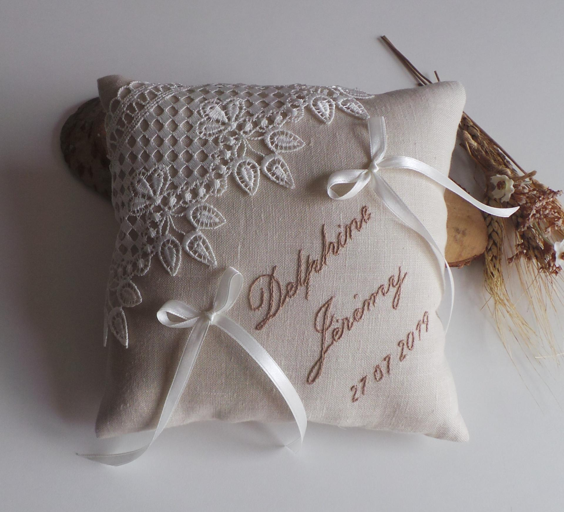 Decoration mariage champetre chic coussin alliance personnalise