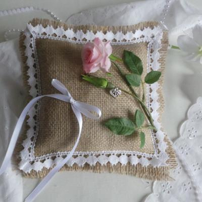 Decoration mariage champetre chic coussin alliance