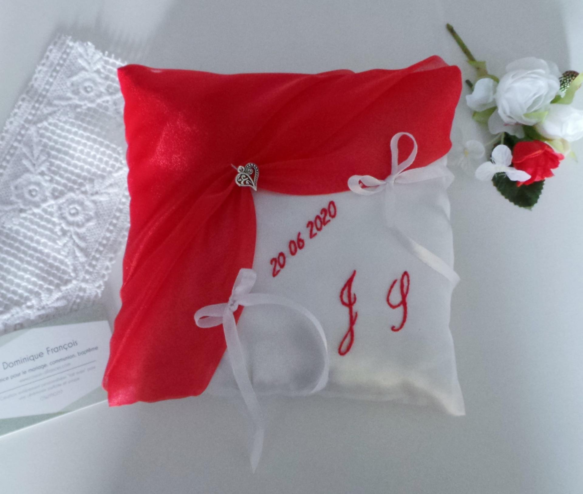 Mariage rouge et blanc coussin alliance personnalise