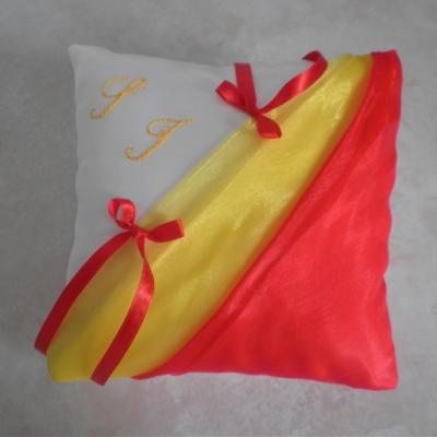Coussin alliances drapé jaune et rouge